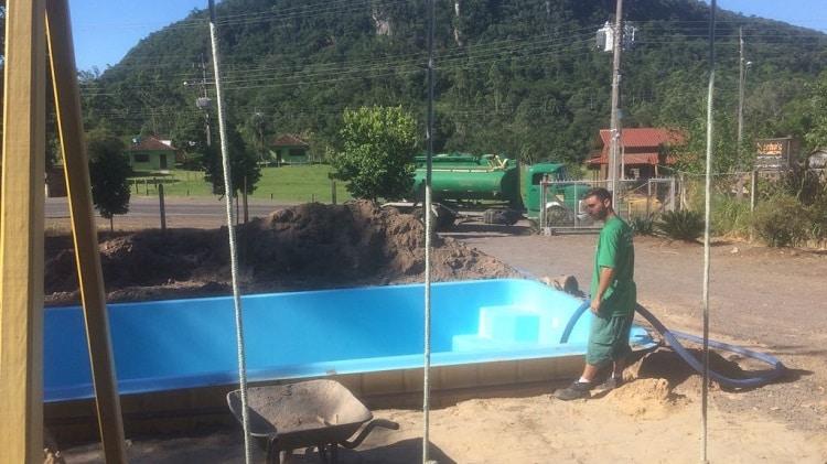 abastecimento de piscinas em porto alegre com caminhão pipa de água potável